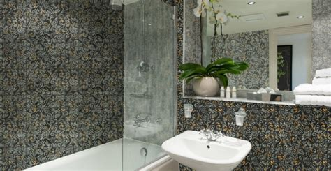 5 handy tips on how to get a better deal on bathroom tile