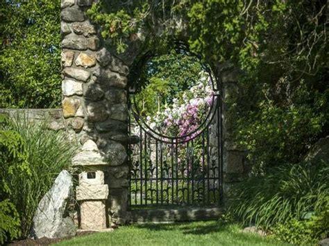 Gartenhaus Aus Lärche by Portillon De Jardin Et Portail Les Premiers Qui Nous
