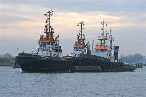 fighter sleepboot rotterdam de fighter vertrekt voor de laatste keer uit terneuzen