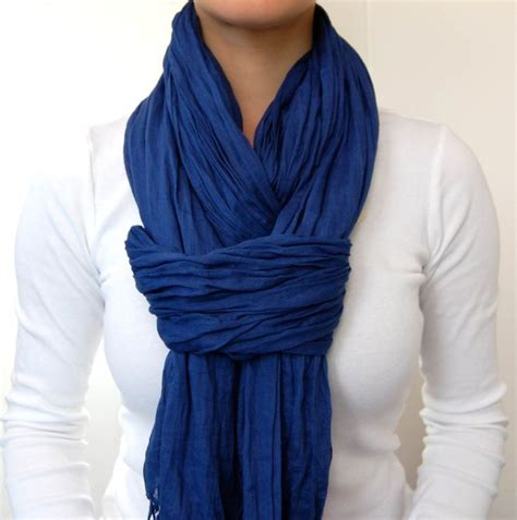 cool way to wear a scarf and it shows you exactly how to