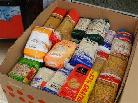 los moraos recogen mas de  kilos de alimentos  caritas parroquial