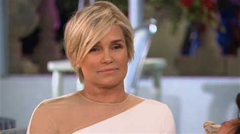 see yolanda fosters new short haircut by jennifer aniston yolanda foster short hair best short hair styles