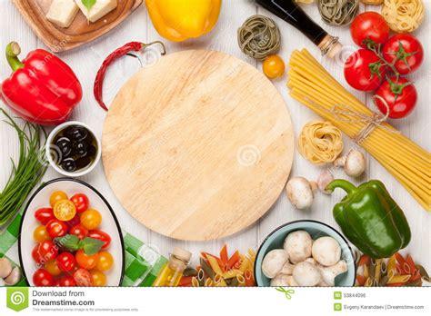 5 ingredientes 5 ingredients 8416895392 comida italiana que cocina los ingredientes pastas verduras especias foto de archivo imagen