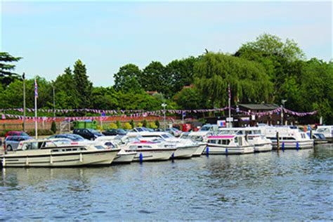 kris cruisers boat hire boating holidays cruiser boat hire day boats on the