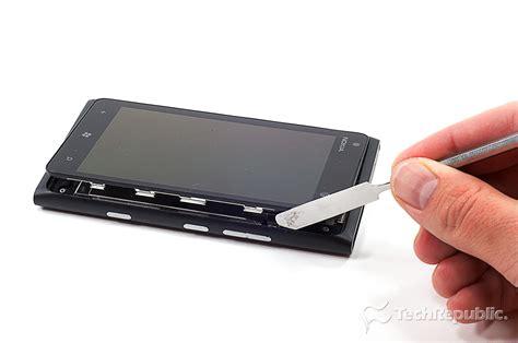 nokia lumia 900 front cracking open the nokia lumia 900 techrepublic