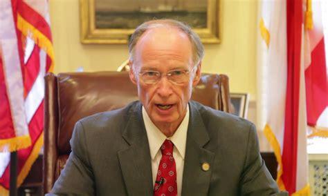 governor bentley with black woman robert bentley s hypocrisy alabama governor apologizes