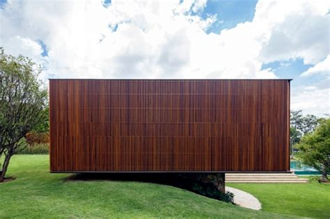 Cool Patios house with wood facade reveals the diversity of teak