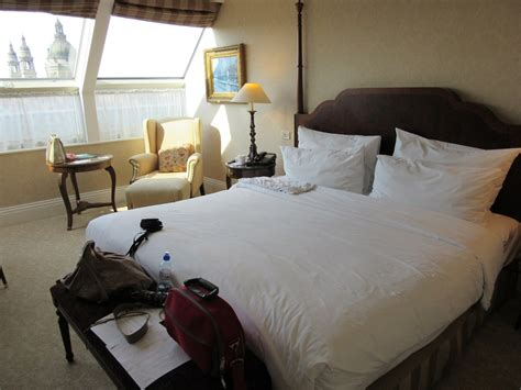 turning hotel rooms 9 easy hacks to turn your hotel room into a rejuvenating space while traveling exercises for