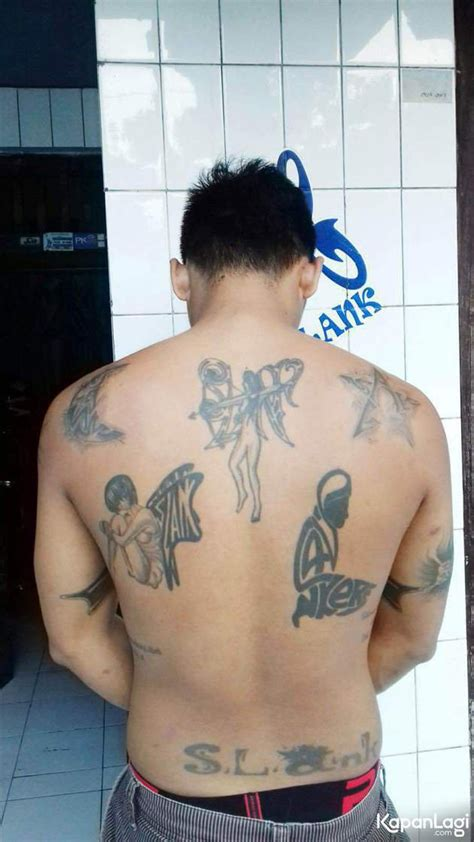 foto tato keren indonesia foto fanatik pada bimbim slanker ini miliki 16 tato