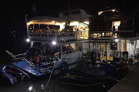 fire boat phi phi divers crew rescued after boat catches fire near phi phi