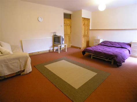 bed sit large bedsit with en suite includes all bills room to