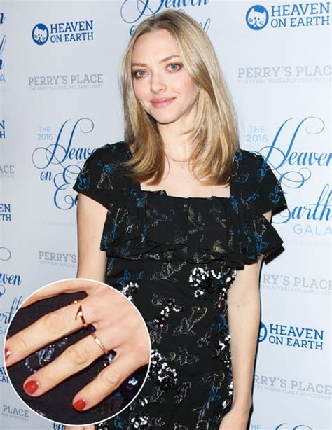 amanda seyfried red carpet amanda seyfried debuts engagement ring on red carpet