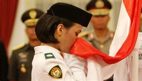 Handuk Tanggung Merah Putih Menyerap siswi sman 67 jakarta nilam sukma paskibraka pembawa bendera nasional tempo co