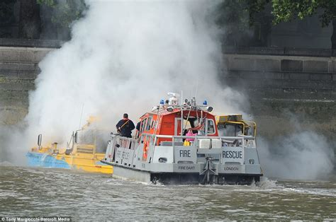 london thames river duck boat fire thames duck boat fire terrified passengers jump overboard