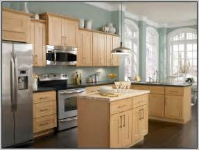 kitchen colors with maple cabinets best 25 maple kitchen cabinets ideas on pinterest