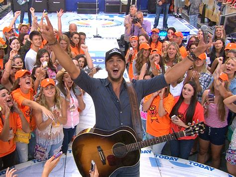 luke bryan fan club luke bryan tells fans to crash my party today