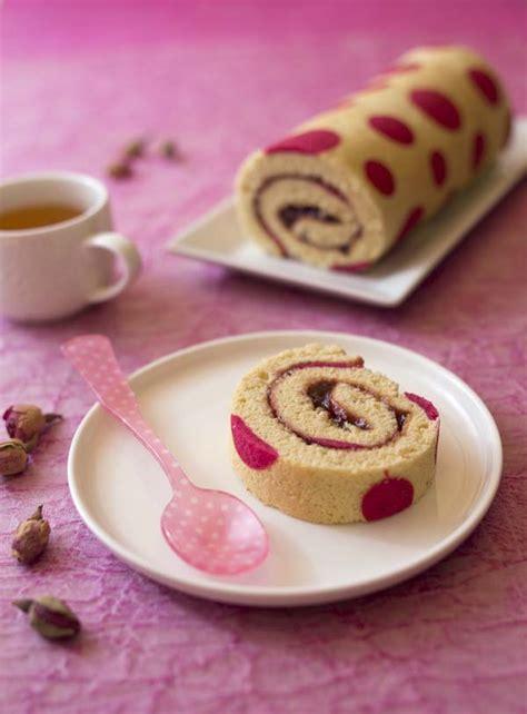 Charmant Torchon Cuisine Original #3: gateau_roule_tres_girly_a_la_confiture_de_fraise2.jpg