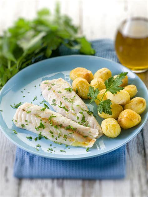 fiori di nasello al forno nasello al forno con patate la ricetta per preparare il