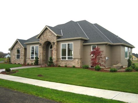 single level homes community of one level luxury homes aims at empty nesters in clark county wa