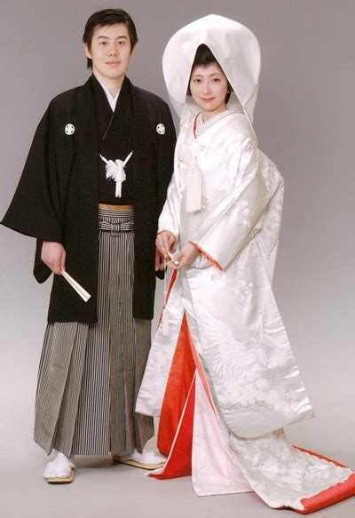Japanese Wedding by Top 10 Traditional Wedding Dresses Of Different Countries