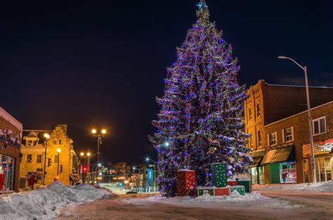 kenora christmas tree on main street northern ontario travel