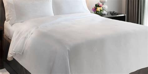 tak harus putih 6 warna ini juga buat ruangan tak motif seprai nyaman untuk tidur lebih nyenyak rumah dan