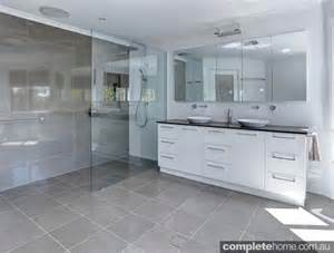 small en suite bathrooms