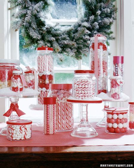 christmas table ideas using red and white for a different