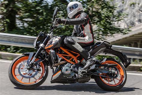 Ktm Duke 390 Motorrad Online by Ktm 390 Duke Vs Kawasaki Z300 Motorrad Fotos Motorrad