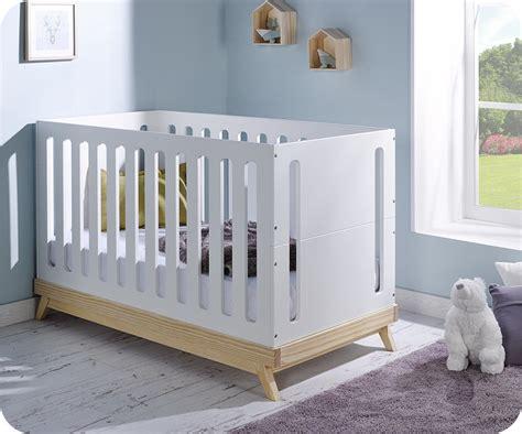lit bebe en bois lit b 233 b 233 201 volutif songe blanc et bois avec matelas b 233 b 233