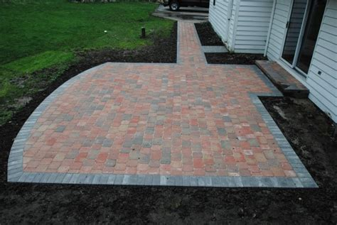 Patio Borders by Hoehnen Landscaping