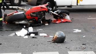 Motorradunfälle by Crash Mit Motorrad Biker Tot B Z Berlin