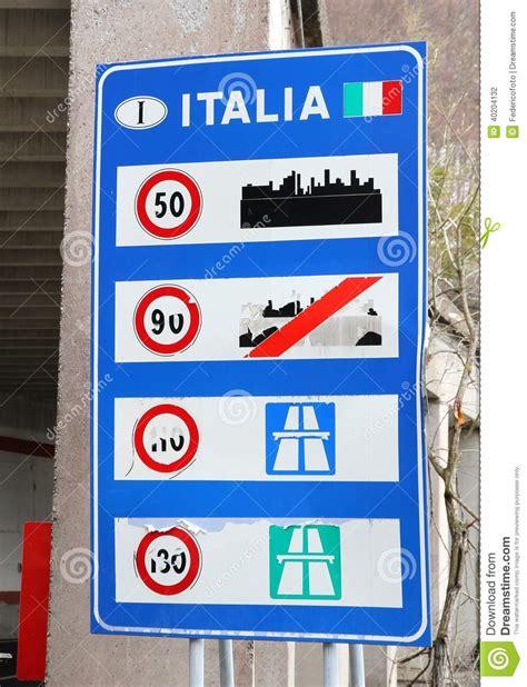panneau italienne panneau routier ruin 233 dans une fronti 232 re italienne photo stock image 40204132