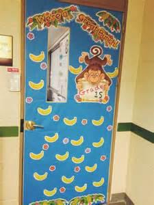 classroom door decoration ideas book covers