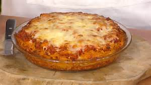 spaghetti kuchen rezept spaghetti pie recipe adam richman bakes a family dinner