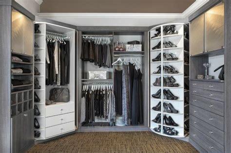 begehbarer kleiderschrank selber bauen im schlafzimmer modularer begehbarer kleiderschrank in wei 223 und grau