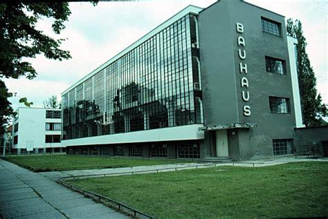 bav haus 20th century architecture walter gropius