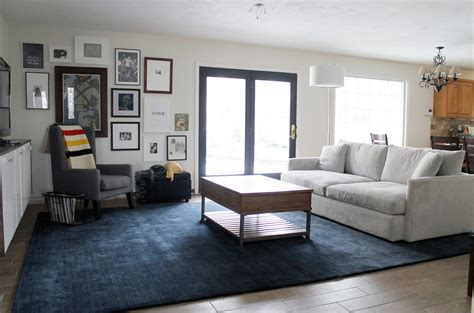 wall colors    navy blue carpet lets