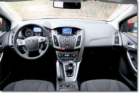 motormobiles ford focus turnier  ecoboost titanium im