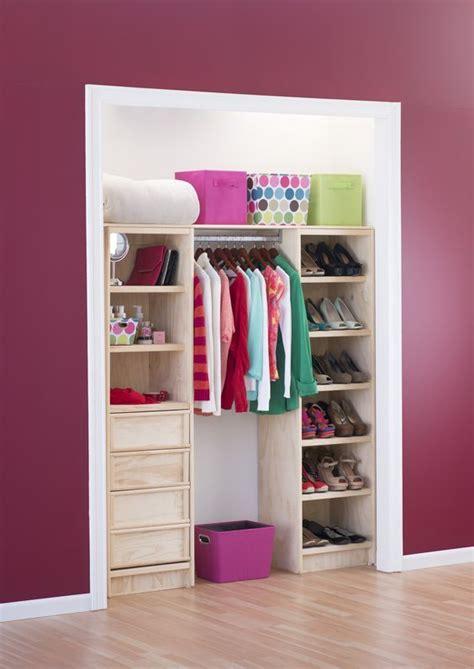 como organizar un armario 50 m 225 s de 25 ideas incre 237 bles sobre closets peque 241 os en