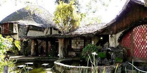 hobbits home disney artist built a hobbit s house in la and it s