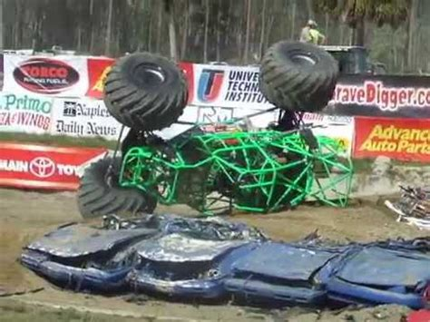 monster trucks grave digger crashes insane grave digger monster truck crash youtube