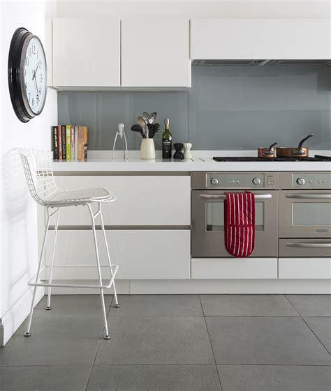 Kitchen flooring ? Kitchen flooring laminate ? Kitchen