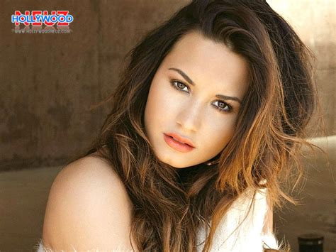 demi lovato biography photos demi lovato biography profile pictures news