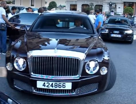 bentley monaco emir of qatar shows off his 21 foot bentley mulsanne grand