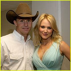 Platinum selling singer jewel kilcher eloped with her longtime