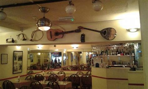 cuisine cagne guitar and mandolin picture of cagney s restaurant
