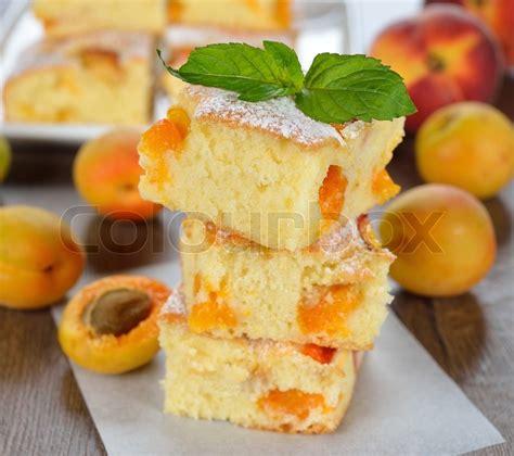 kuchen mit aprikosen kuchen mit aprikosen stockfoto colourbox
