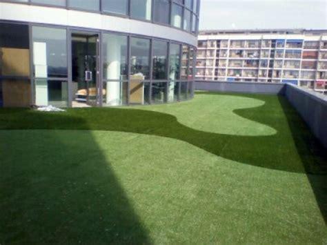 erba sintetica terrazzo foto co da golf in erba sintetica su terrazzo di