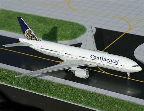 Wings 1 400 Boeing 777 224 Continental Airlines new release 1 400 gemini jets continental airlines b 777 224er wings900 discussion forums